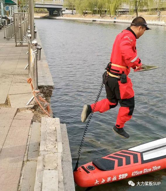 水路线 -大力桨板SUP·视频教学-从岸边跳上桨板的注意事项!& 水中上板的技巧!