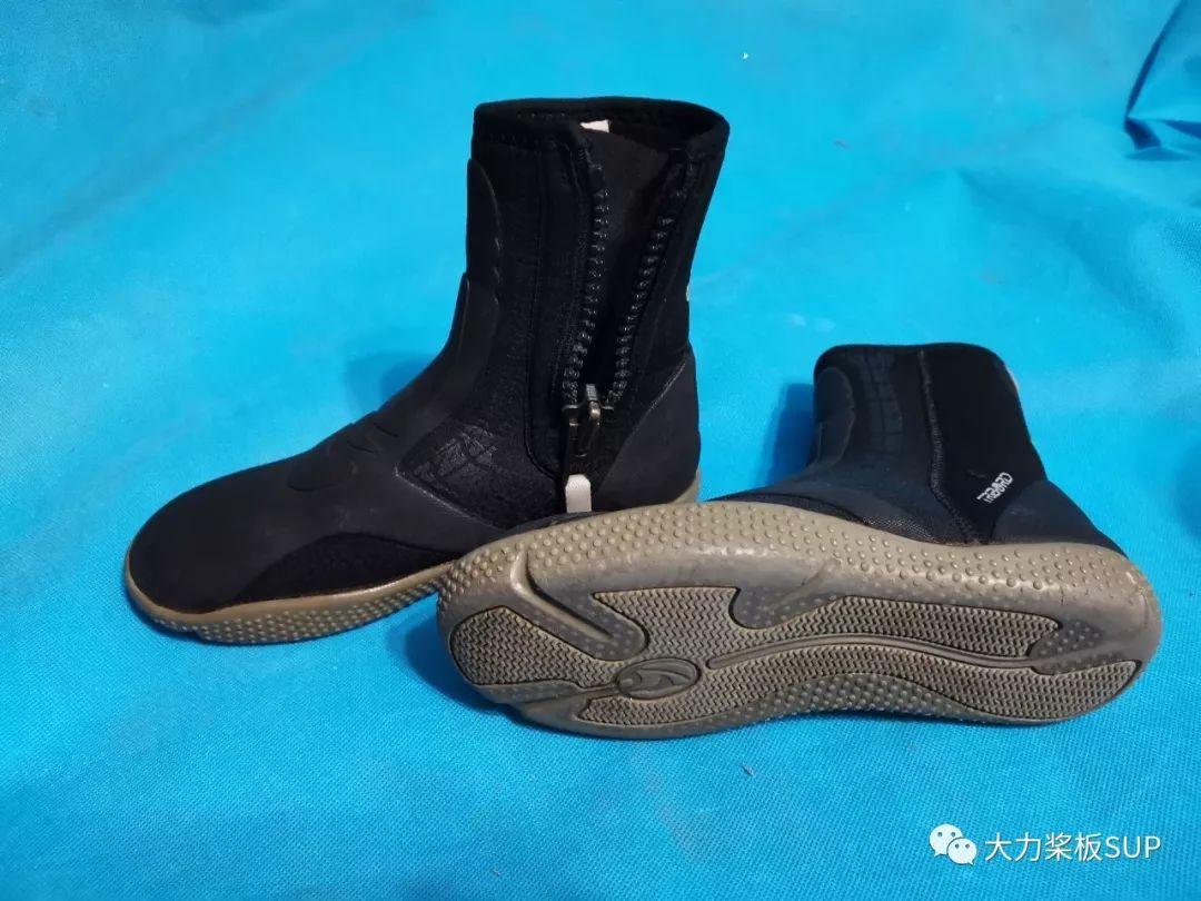 冬季SUP穿鞋指南!天冷水凉,穿什么鞋划桨板?